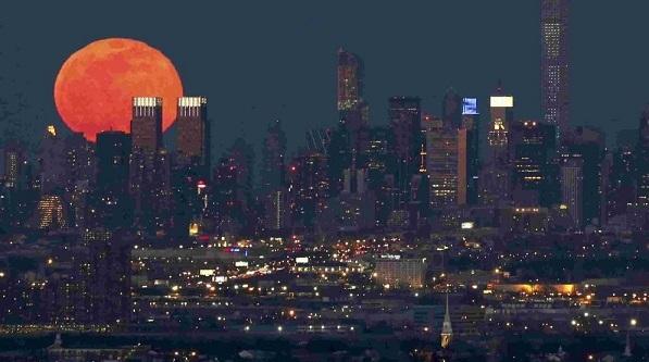 那年,西雅图升起一轮红月亮