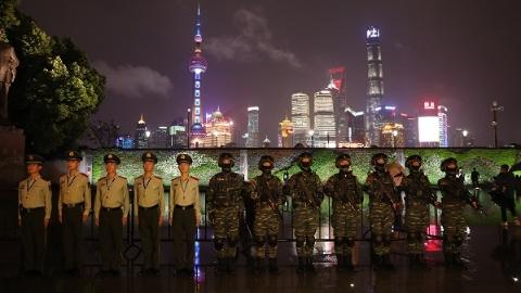 三千武警官兵国庆全时全要素值守 南京东路及外滩一线200人执勤