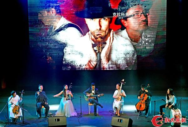 由7人持不同乐器组成的恒星乐团在演奏-郭新洋.jpg