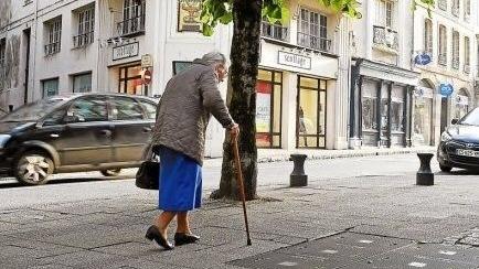 越老越孤单:法国30万老人社会关系死亡