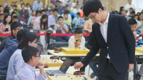 柯洁挑战赛上海落子:六个少年冠军 大战世界冠军
