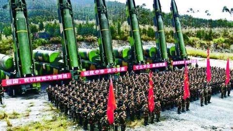 """中国火箭军:东风""""王牌""""神剑问天"""