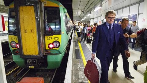 """英国火车马桶升级 不再""""直通""""铁轨"""