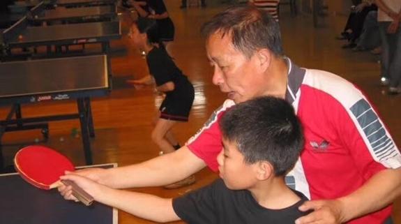 他甘做一名体育教师 培养多位世界冠军 基层乒乓教练柯元忻去世