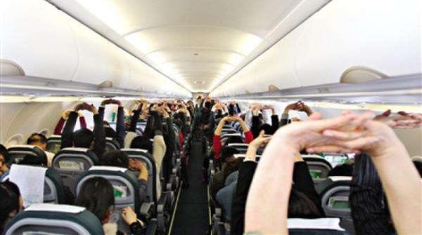 坐飞机身体疲惫僵硬,做一套空中运动操吧
