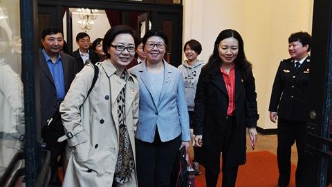 上海出席党的十九大代表上午启程    韩正代表、应勇代表一同乘坐高铁赴京