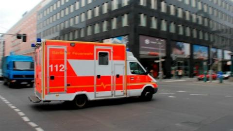 德国救护员开直播飙救护车,丢了饭碗还当了被告