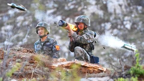 """攻坚破甲""""掌中宝"""":中国军用火箭筒""""群英会"""""""