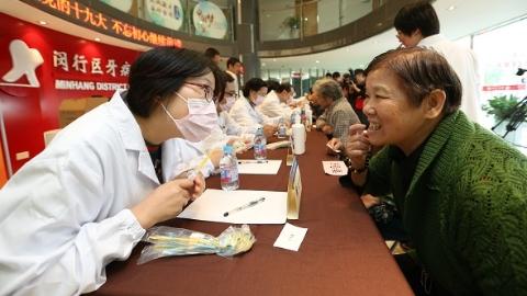 口腔医院党员志愿者:把口腔健康送到居民身边