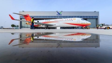 第三架ARJ21支线客机今天交付成都航空