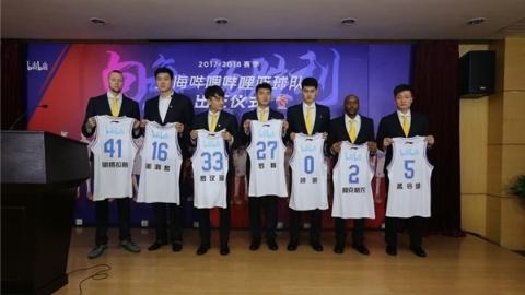 上海男篮今天上午举行壮行会:向每一场胜利发起挑战