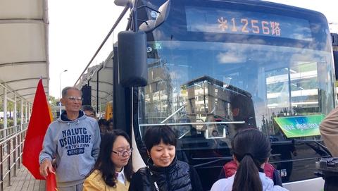 【治国理政新实践·上海篇】新江湾城开通1255、1256路定制巴士:新增招呼站,开启公交服务新模式
