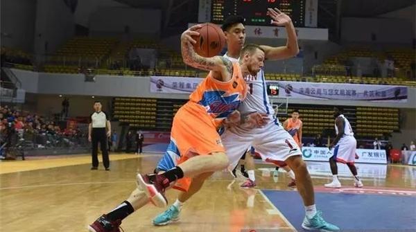 上海男篮逆转胜却暴露两大弱点:开局慢热、篮板太差