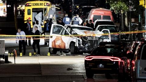 """纽约现""""独狼式""""恐袭 卡车疯狂冲撞人群致8死11伤"""