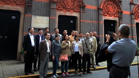 习近平总书记带领政治局常委瞻仰中共一大会址,上海广大党员干部群众备受鼓舞