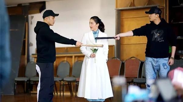 新时代新气象|青年演员排练话剧《国际歌》,与角色的内在情感共鸣