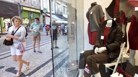 葡萄牙秋冬衣滞销,晴暖天气:怪我咯?