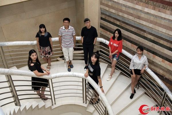 图说:新民晚报大学版是个温暖的大家庭 来源:华明杰 摄影.jpg