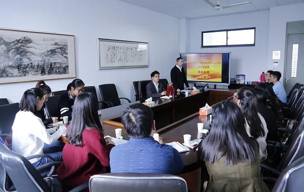 图说:11月4日学生宣讲团集体备课 来源:上海海事大学.JPG