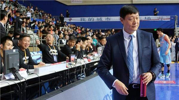 李秋平被困球员通道竟成新疆男篮的失利原因?