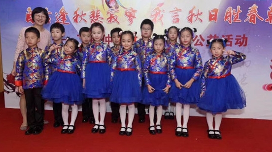 用上海话读古诗词,掌声是献给朗读者,也献给上海话
