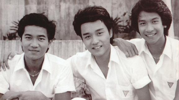 """永远的白衣少年""""哥哥""""张国荣已不在,港产青春片里的少年可曾变成油腻中年"""
