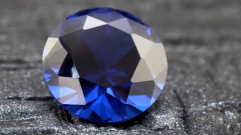 """因""""蓝宝石镜头""""不含天然蓝宝石要求赔偿 未获法院支持"""