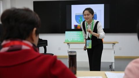 """五分钟""""独角戏""""显示教育智慧 上海举行见习教师基本功大赛"""