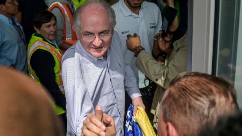 委内瑞拉反对派领导人出逃海外