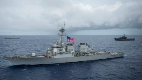 驱逐舰训练时撞上日本拖船