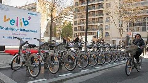 """共享单车""""入侵""""人行道,巴黎市政府:拿税来"""