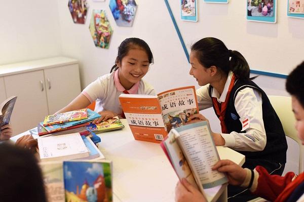 图:恒丰中学学生在阅读课上交流(校方供图).jpg