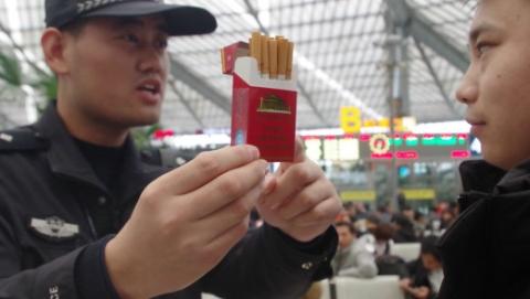 铁路上海南站候车室近一年查获违禁吸烟者265人次,20人被行政处罚