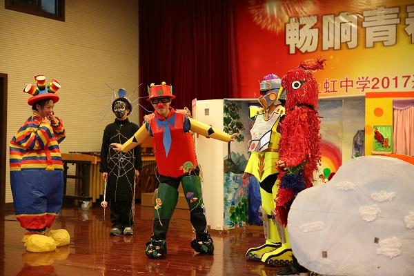 上虹中学DI团队在表演.JPG