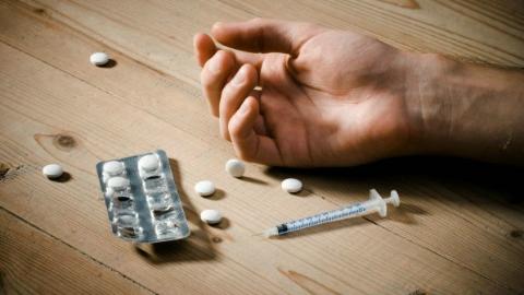 """美国缉毒局""""反毒战""""败给药商?阿片类药物滥用背后存在巨大利益黑洞"""