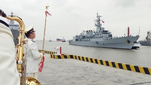 """巴基斯坦海军""""赛伊夫""""号护卫舰首访上海"""