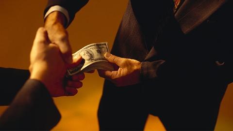"""美司法部再颁细则打击海外行贿 鼓励企业举报行贿员工换取""""从轻发落"""""""
