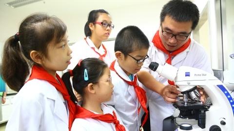我服务,我奉献,我快乐!——记上海市儿童医院志愿者的故事
