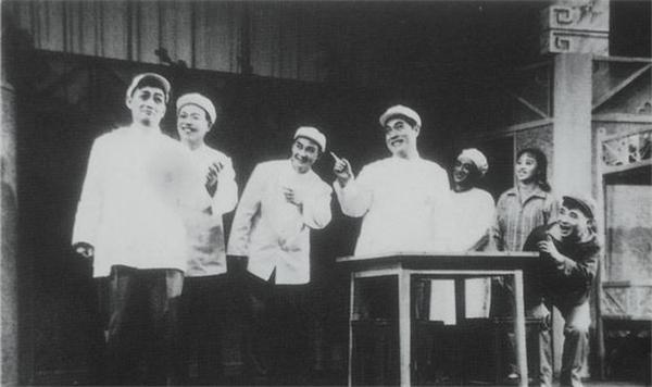 1978年,滑稽戏《满园春色》由周柏春、姚慕双、吴双艺演出.jpg