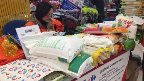"""""""食品银行""""募集近10吨食品  为""""支出型贫困""""阶层提供一年食物包"""