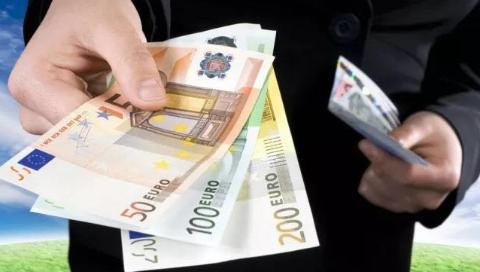 四海城事   意大利将禁止现金支付工资,最高可罚5万欧元