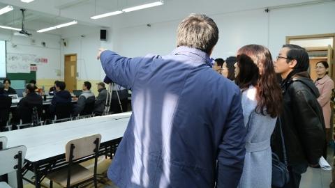 十个统一标准 两次分档评分 考生家长参观美术与设计专业评卷现场