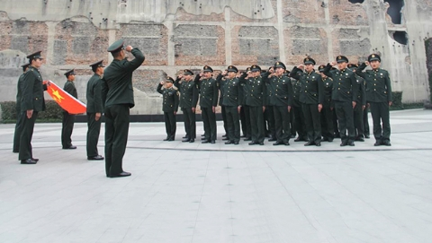 上海警备区官兵参观四行仓库抗战纪念馆 重温入伍誓词