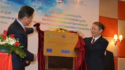 """服务""""一带一路""""倡议 上海海事大学主办成立亚洲海事技术合作中心柬埔寨分中心"""