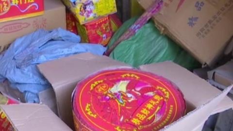 5平米竟堆70余箱烟花爆竹!宝山警方捣毁一非法存储窝点