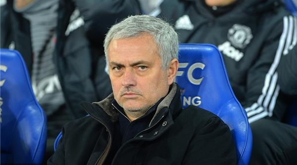 联赛被曼城甩开13分,曼联推迟与穆里尼奥续约