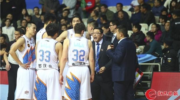 惜败之夜上海男篮仍有亮点:本土球员投中11个三分球