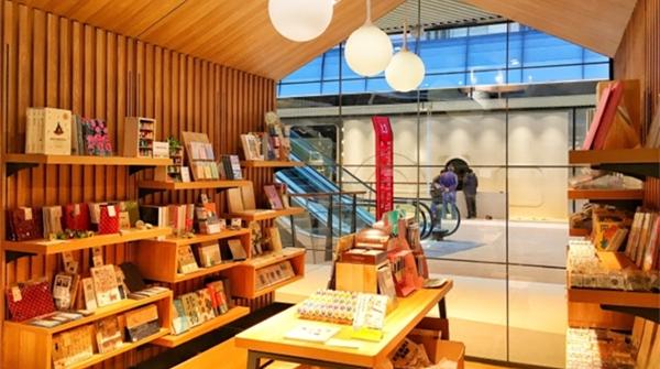 实体书店,不只是卖书,更是充满活力的生活方式