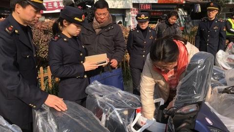 上海工商部门上午突击检查在售电动自行车