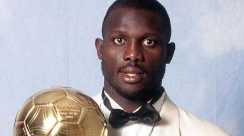 """首位""""金球总统""""诞生!前世界足球先生维阿当选利比里亚总统"""